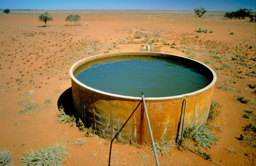 Bore water tank during drought near Mossgiel, NSW. November 2002. (Source: Gregory Heath)