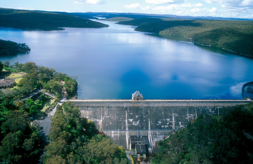 Aerial view of the Cataract Dam and Reservoir, NSW. 1999. (Source: Gregory Heath, 1999).